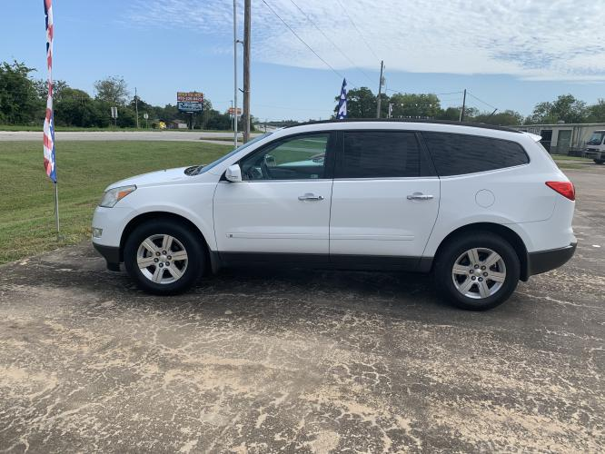2010 White Chevrolet Traverse LT1 FWD (1GNLRGED0AS) with an 3.6L V6 DOHC 24V engine, 6-Speed Automatic transmission, located at 310 E San Bernard St., Brazoria, TX, 77422-0866, (979) 798-7133, 29.048754, -95.572708 - Photo #0